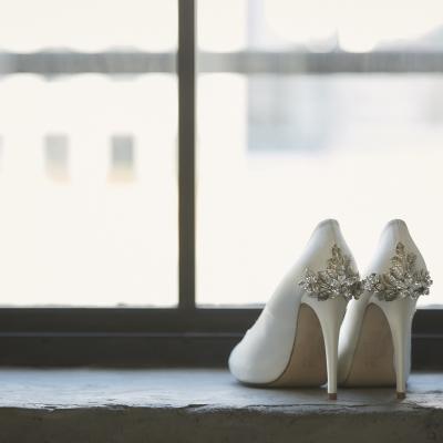 結婚式はおしゃれなパンプスを履く花嫁