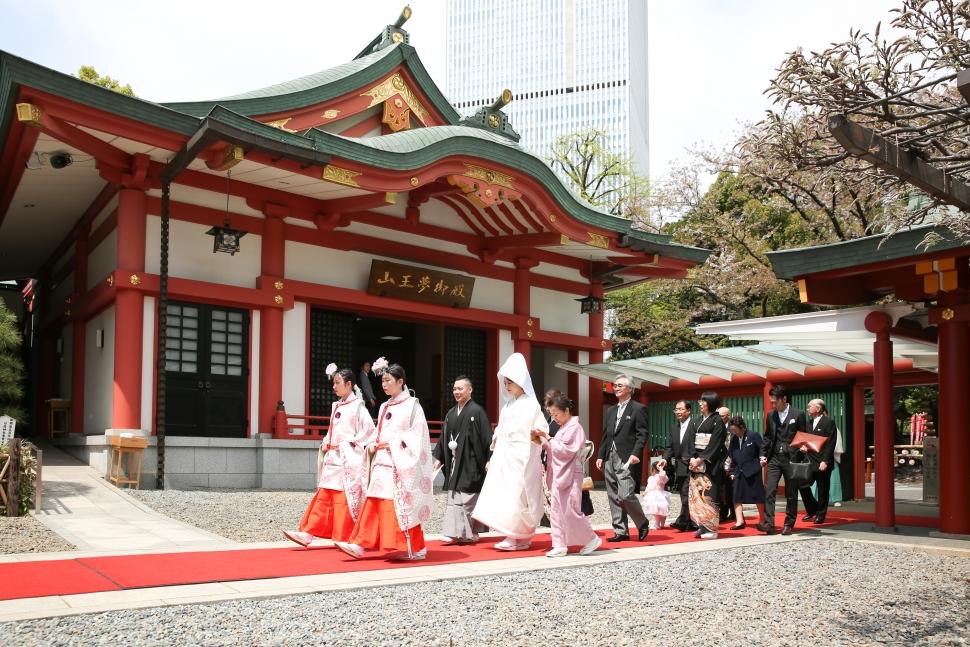 日枝神社で挙式後はラ・ロシェルでパーティー