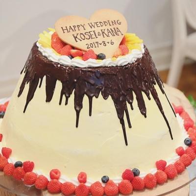 結婚式場ルーデンス立川のプリン型のウェディングケーキ