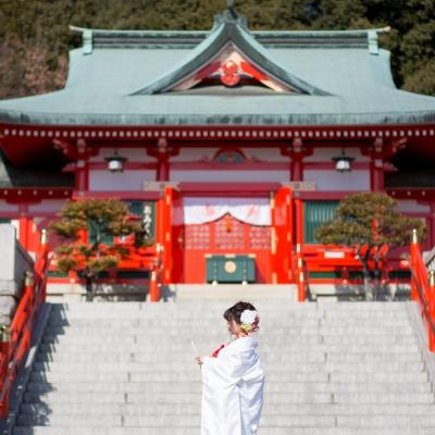 足利織姫神社の前の花嫁