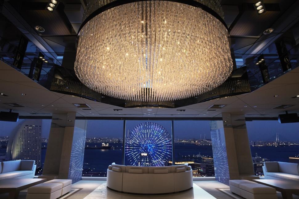 横浜モノリスのナイトウェディングスポットはラウンジの夜景