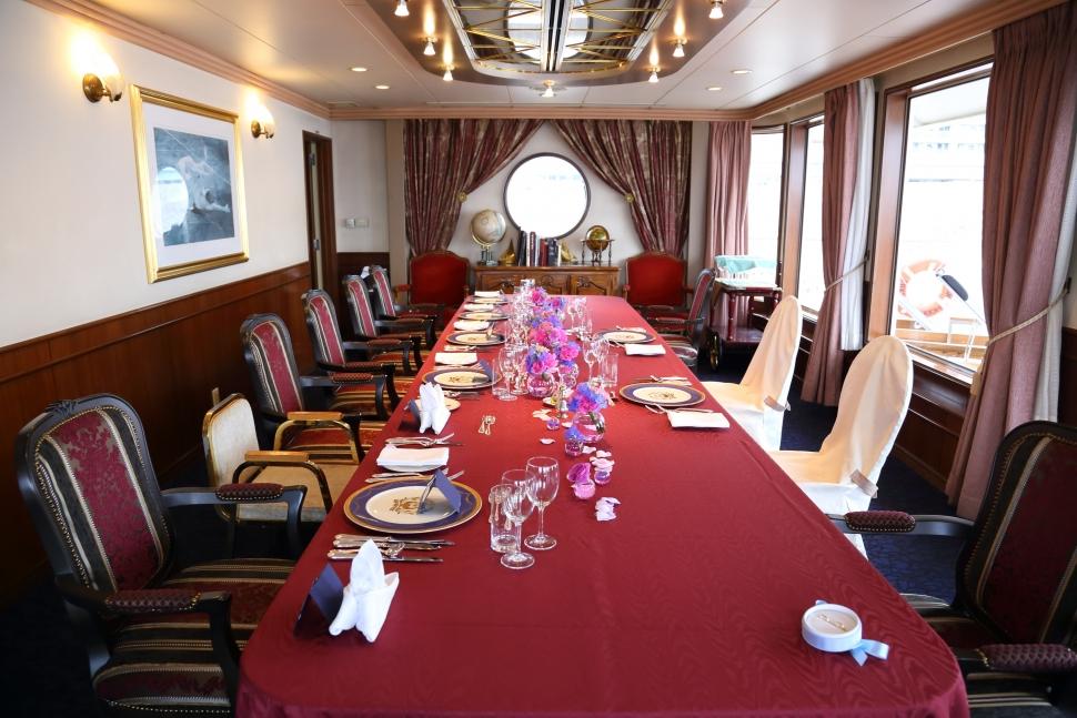 モデルナ号の船の貴賓室