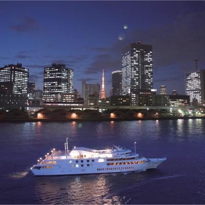 東京タワーと船