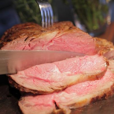 ルビージャックスのドライエイジングビーフを使った肉料理