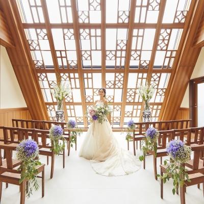 結婚式場チャペル神楽でブーケを持つ花嫁