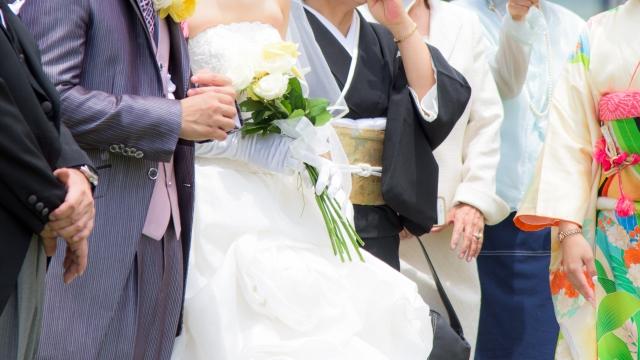 家族だけの少人数結婚式で和やかな雰囲気