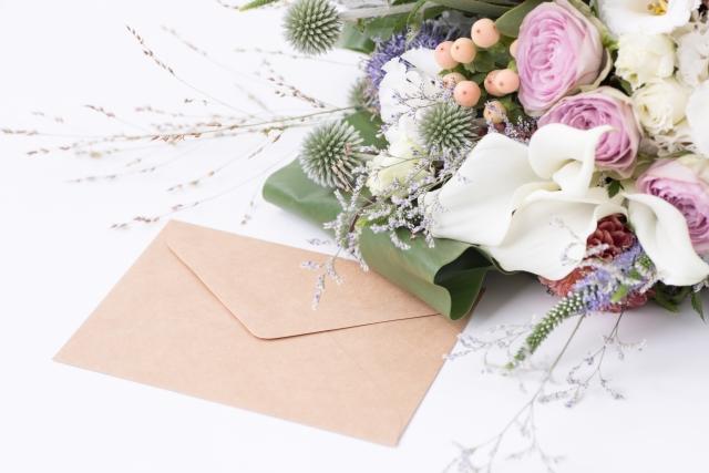 結婚式の手紙と花束
