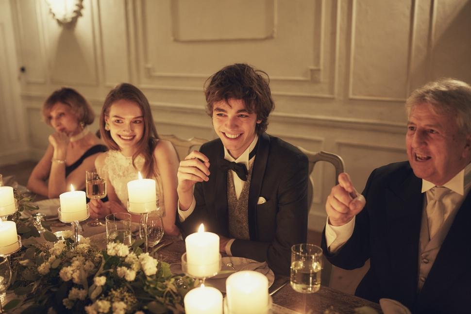 少人数結婚式の歓談シーン