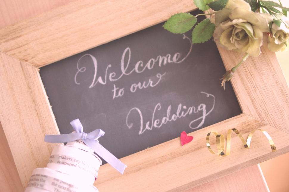 シンプルな結婚式のウェルカムボード