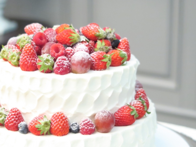 イチゴのウェディングケーキ