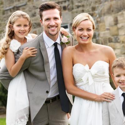 笑顔でお子様と一緒に家族婚