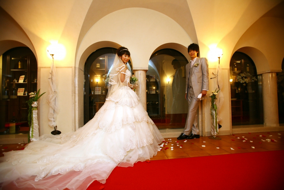 プリンセスラインのドレスを着る花嫁