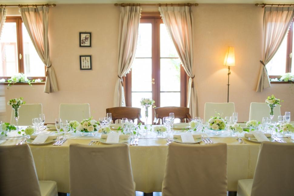 レストランウェディングのテーブルコーディネート