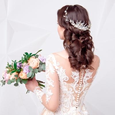 背の高い花嫁の美しい立ち姿