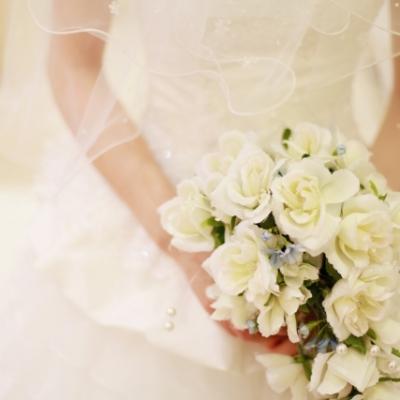 ウェディングドレス姿の花嫁