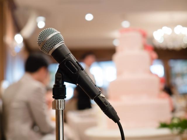 結婚式の司会台
