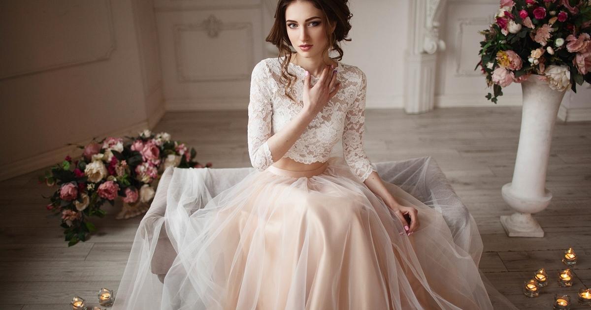 abf0cd0cab920 40代の大人花嫁のウェディングドレス選び、あなたはどっち?大人クラシカルor大人可愛い   よむ -  少人数結婚式・挙式の結婚式場探しなら「minimal WEDDING」